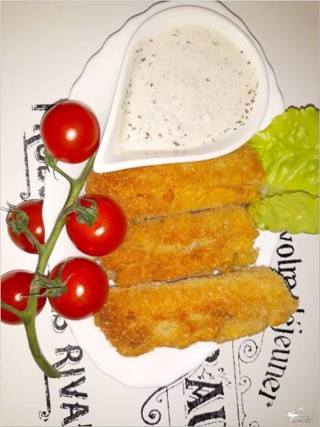 Chrupiąca serowa przekąska z sosem czosnkowym (z chleba tostowego)