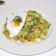 Ryż z brokułem i jajkiem sadzonym