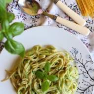 Spaghetti z łososiem w sosie z cukinii
