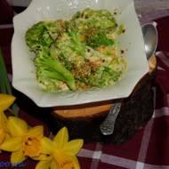 Brokuły w sosie śmietanowo - serowym