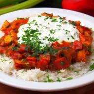 Drobiowe curry z ryżem i jogurtowym sosem czosnkowym