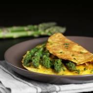 Sezonowy omlet  z zielonymi szparagami.