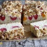 Ciasto drożdżowe z truskawkami i morelami - proste, bez zaczynu