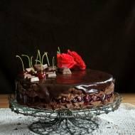 Tort czekoladowy z wiśniami i amaretto