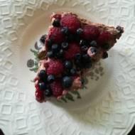 Sernik czekoladowy z owocami bez pieczenia