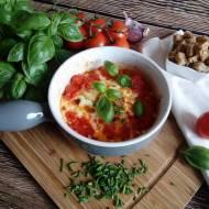 Jajka w pomidorach z bazylią