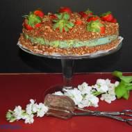Sernik na zimno z zieloną herbatą i truskawkami