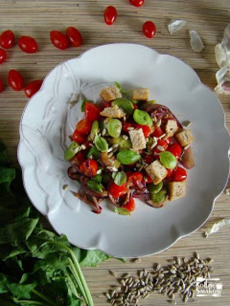 Sałatka na ciepło z pomidorkami cherry