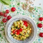 Wegańska potrawka z mleczkiem kokosowym i zieloną pastą curry