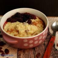Kremowy pudding ryżowy z cynamonem i jeżynami