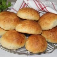 Puszyste bułeczki z ziemniakami w lipcowej piekarni