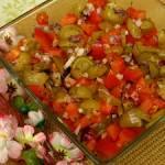 Sałatka z ogórkami małosolnymi do obiadu lub na grilla