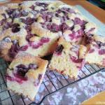 Szybkie ciasto na śmietanie z owocami