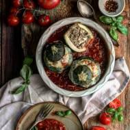 Faszerowane cukinie w pikantnym sosie pomidorowym