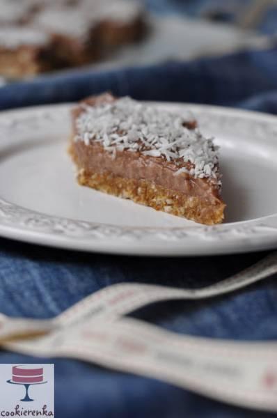 Ciasto z wiórkami kokosowymi bez pieczenia (wegańskie, bezglutenowe, bez dodatku cukru)