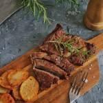 Stek z antrykotu wołowego z talarkami ziemniaków