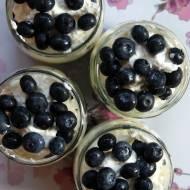Szybki deser z borówkami i serkiem mascarpone