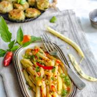 Fasolka szparagowa na ostro z kotlecikami z bobu