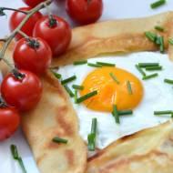 Kieszonki naleśnikowe z jajkiem sadzonym