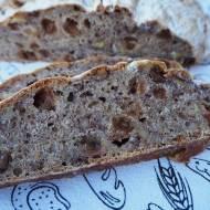 Chleb pszenny na zakwasie z rodzynkami i orzechami włoskimi
