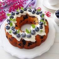 Puszysta babka z borówkami i jogurtem greckim (Ciambella con mirtilli e yogurt greco)