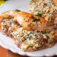 Filet z kurczaka po bałkańsku (z serem feta, suszonymi pomidorami, pietruszką)