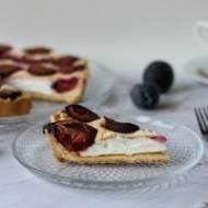 Kruche ciasto śliwkowe z budyniową pianką