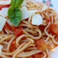Spaghetti z sosem ze świeżych pomidorów