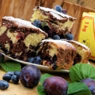 Dwukolorowe ciasto z owocami