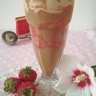 Kawa mrożona z sorbetem truskawkowym i kawowym kremem