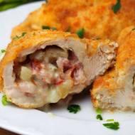 Filety z kurczaka faszerowane szynką parmeńską, gorgonzolą i gruszką