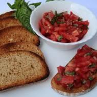 Sałatka z pomidorów i bazylii