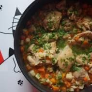 Udka z kurczaka bez skóry w warzywach