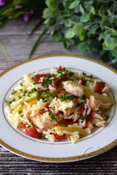 Sałatka ryżowa z fasolką szparagową oraz rybą