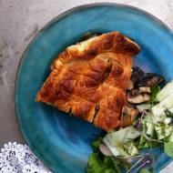 Kurczak z pieczarkami pod ciastem francuskim