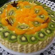Tort budyniowo-śmietankowy z owocami