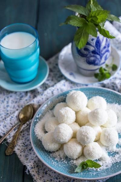Kuleczki z sera białego w wiórkach kokosowych - domowe rafaello
