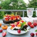 Czekoladowa chmurka z owocami