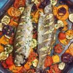 Pieczony pstrąg z warzywami