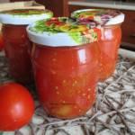 Pomidory krojone na zimę. Domowe przetwory.