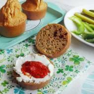 Bułeczki pełnoziarniste z suszonymi pomidorami i oliwkami, bez drożdży
