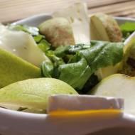 sałatka z ruccolą, gruszkami i serem pleśniowym