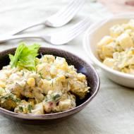 Ziemniaczana sałatka z jajkiem i selerem naciowym