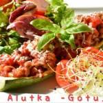 Cukinia faszerowana pomidorowym mięsem mielonym