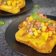 Wytrawne tosty francuskie z salsą mango