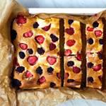 Ciasto ucierane z twarogiem i owocami