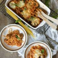 Spaghetti zapiekane z klopsikami i mozzarellą