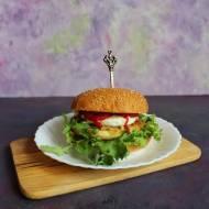 Burger z mozzarellą i kotletem mięsnym smażonym w kabaczku