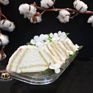 Waniliowa chatka Puchatka z polewą z mleka w proszku