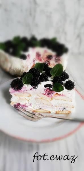 Jeżynowy tort bez pieczenia